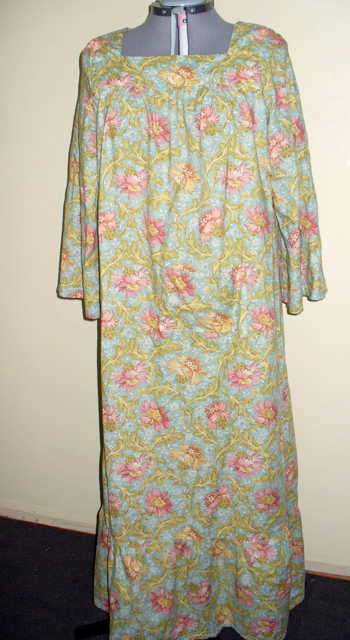 39c05ee18d Simplicity Misses  nightgown 4048 pattern review by Ali M