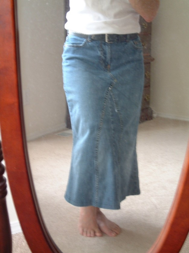 The Funky Seamstress: Denim A-line skirt - McCall's 3341